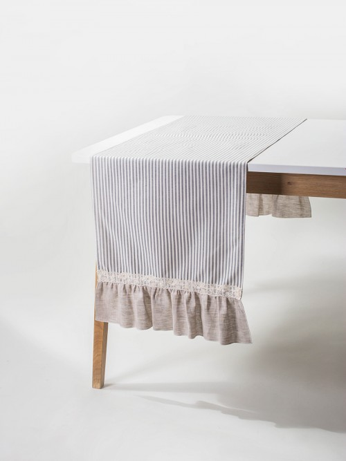 lace-border-table-runner